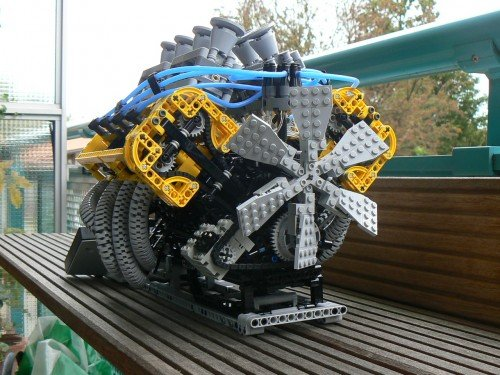 Working LEGO V8 Engine