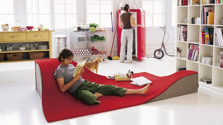 """Flying Carpet"" Doubles As A Lounge Chair"