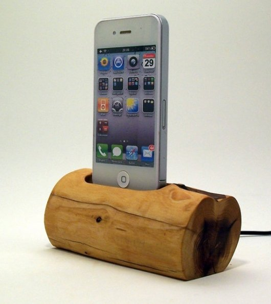 Wooden Charging Dock ~ Wooden iphone charging dock gentlemint