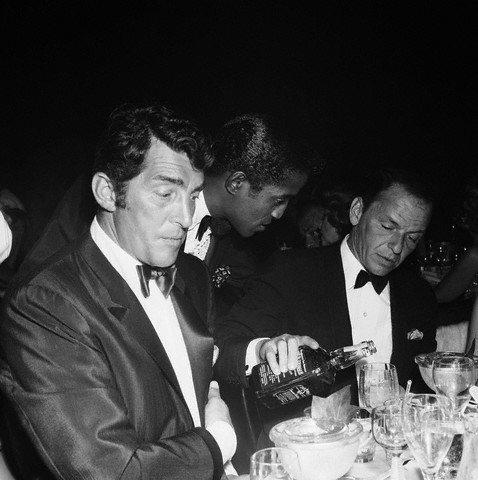 Frank Sinatra - Suit Up