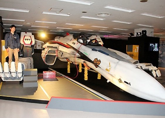 "Life-sized ""Macross"" Valkyrie Unveiled in Tokyo"