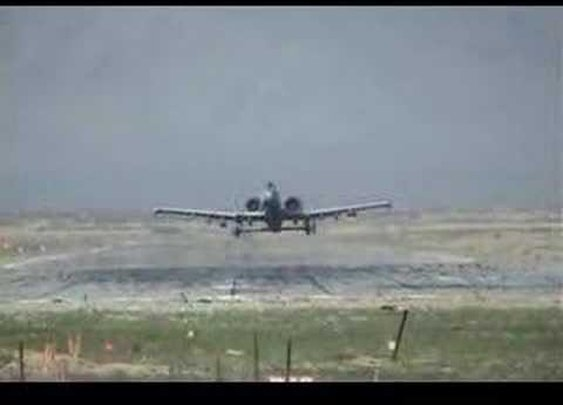 A-10 Warthog Fly By. AMAZING!