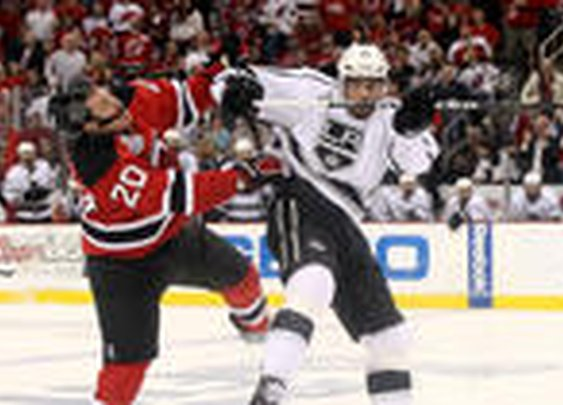Kings win in OT to take 2-0 series lead on Devils