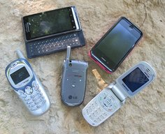 How to Use a [BUSTED] Cell Phone to Meet 5 Basic Survival Needs | The Art of Manliness