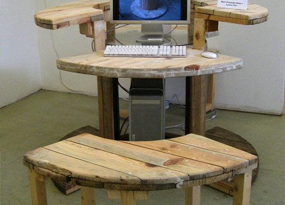 MAKE |   Computer Desk from Cable Reel
