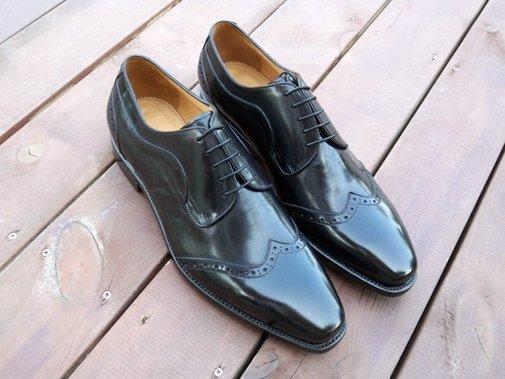 Handmade men wingtip shoes