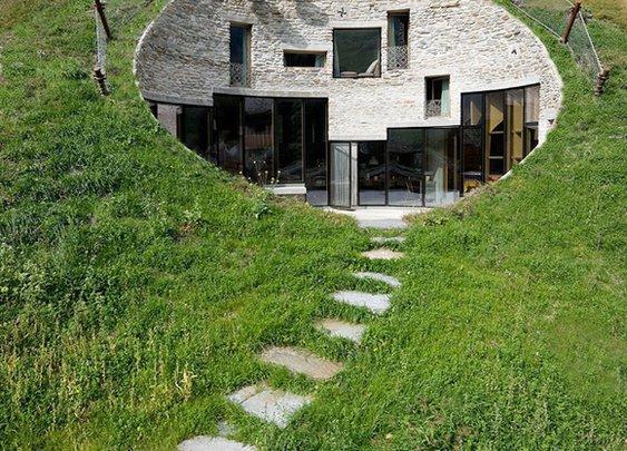 Huckberry | A Hillside Home in Hiding
