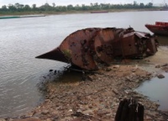 Low Water Reveals Wreck of WWII Minesweeper in St. Louis
