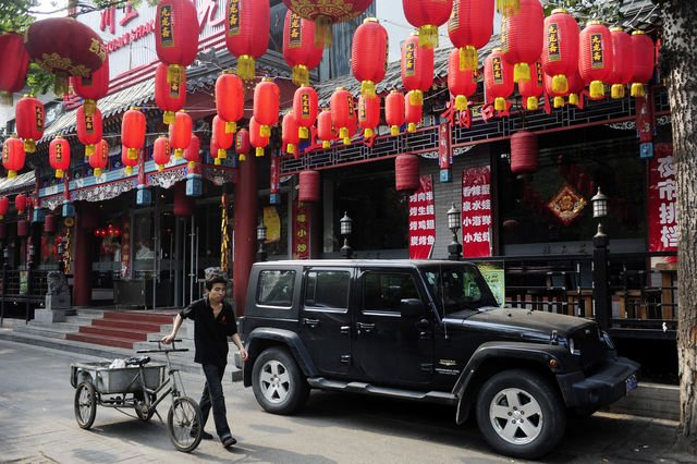 Jeeps Sell for $189,750 as China Demand Offsets Tariffs - Businessweek