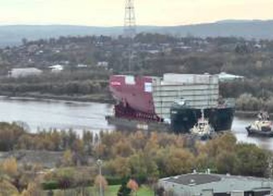 HMS Queen Elizabeth section leaves Govan for Rosyth