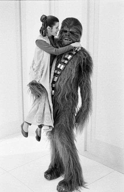 Princess Leia & Chewbacca get jiggy with it