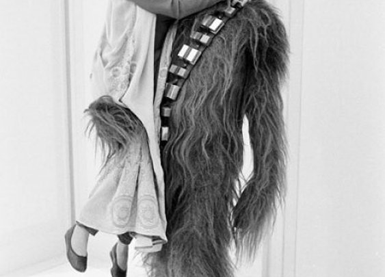 Princess Leia & Chewbacca get jiggy with it