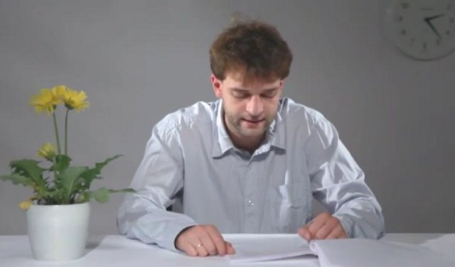 World's most boring video ? A man reads the longest word in the english language that is 189 000 letters long and which takes him 3 hours 33 minutes