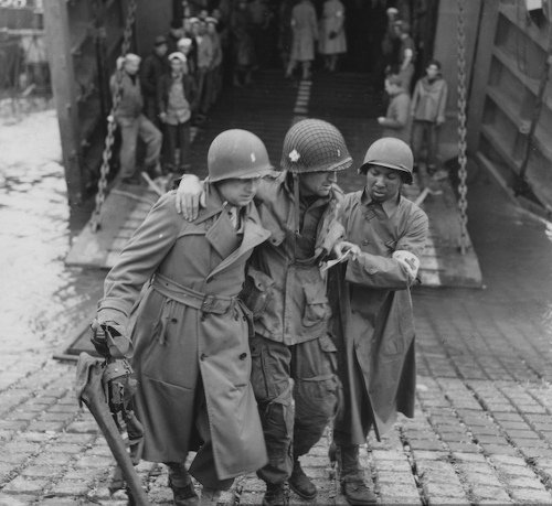 Save Lives Like a Combat Medic: How to Splint a Lower-Leg Fracture | The Art of Manliness