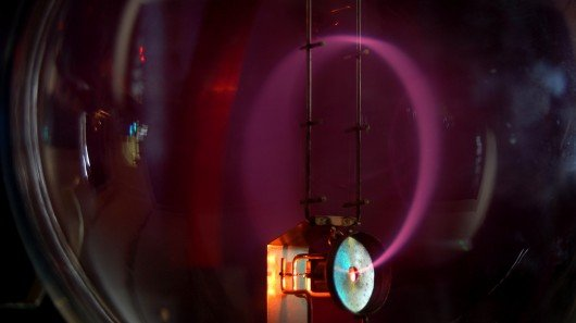Stanford researchers control light using synthetic magnetism
