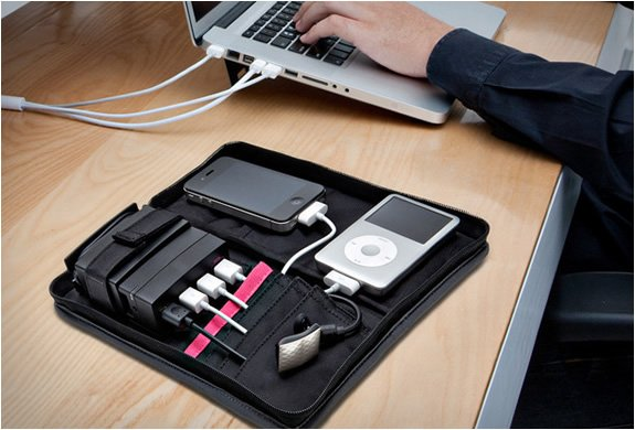 PORTABLE CHARGING STATION | BY AVIIQ
