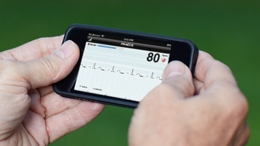 AliveCor heart monitoring smartphone case cleared by FDA