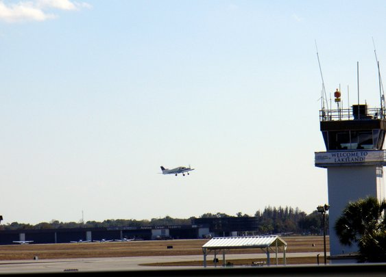 The 12 Days of Christmas at the Airport: Day Four   Airplanology