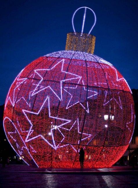 28 Christmas trees from around the world - Christmas art