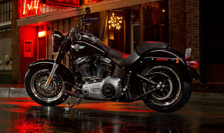 Fat Boy® Lo Softail® FLSTFB | Custom Motorcycles | Harley-Davidson USA