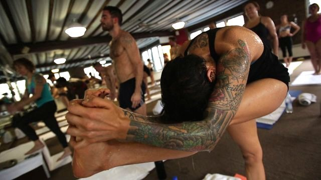 BBC News - Hell-bent: Transcending pain in competitive yoga