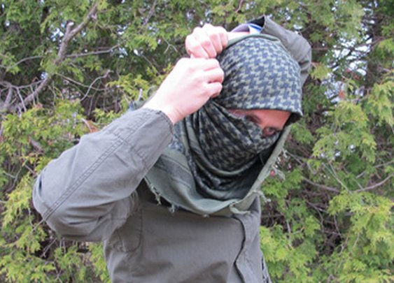 How to Tie a Military-Style Shemagh/Keffiyeh   The Art of Manliness