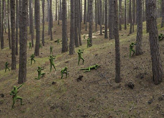 """Human """"Toy Soldiers"""" Reenact War Scenes - My Modern Metropolis"""