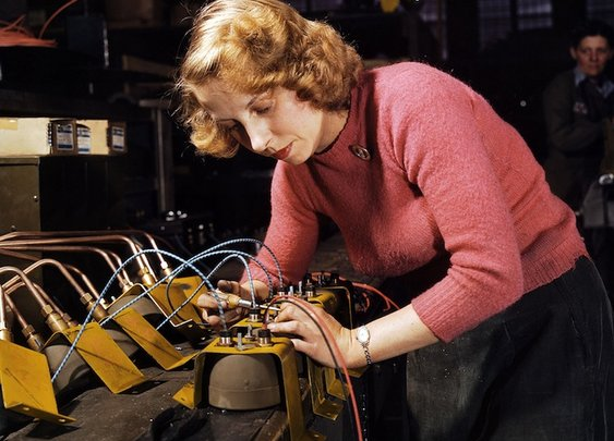 Colorized Photos of Women Building War Planes in the 1940s - My Modern Metropolis