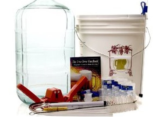 Gold Complete Beer Equipment Kit (K6) with 6 Gallon Glass Carboy