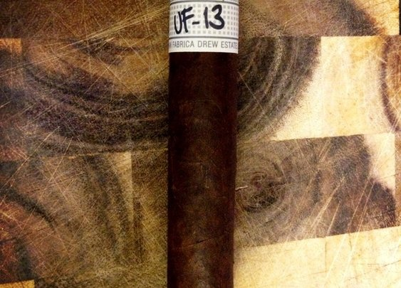 Liga Privada Unico Serie UF-13 Dark | Cigar and Whiskey