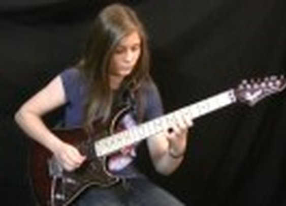 14-year-old girl absolutely CRUSHES a Van Halen guitar riff - Guyism