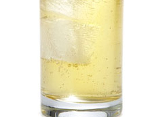 Old Grand Dad & Ginger Ale  – How to Make the Perfect Rye & Ginger Ale