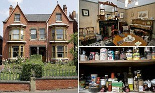 The house that time forgot: Home left untouched since 1920's - Great pics!