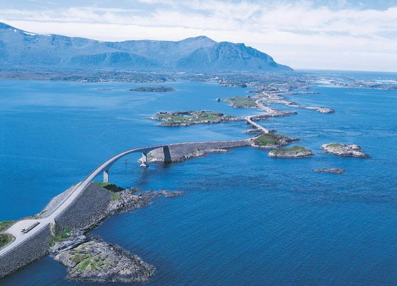 21 Roads You Have to Drive in Your Lifetime     «TwistedSifter