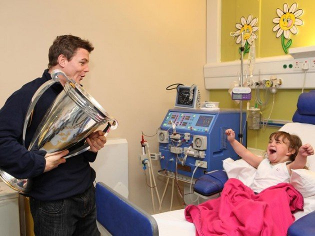 Rugby Player Brian O'Driscoll Visits Little Girl In Hospital
