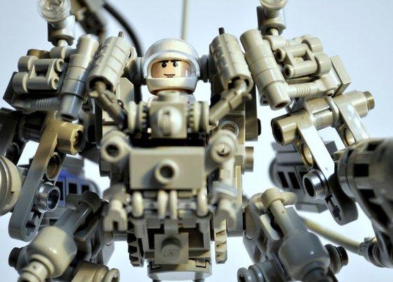 User-Created LEGO Mecha Playset To Hit Production   Geekologie