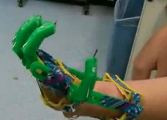 Father Uses 3D Printer to Make Prosthetic Hand for Young Son   RELEVANT Magazine