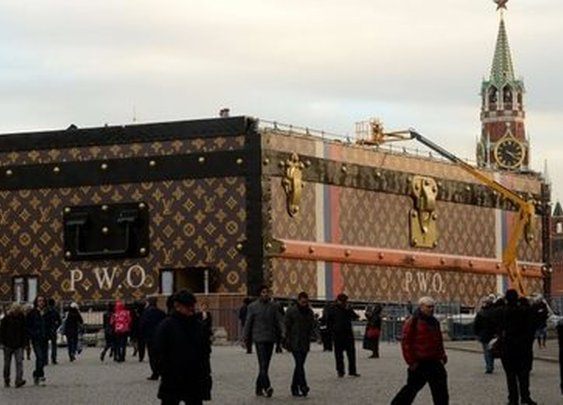 BBC - Giant Louis Vuitton suitcase to leave Moscow's Red Square