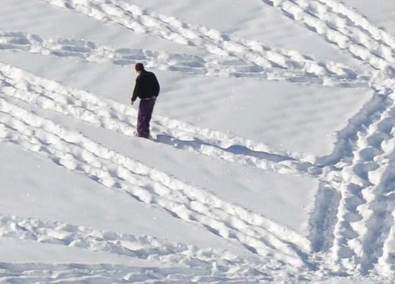 Artist Simon Beck Creates Intricate Snow Art by Walking for Miles