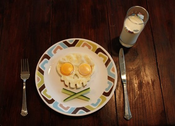 Funny Side Up Skull-Shaped Egg Mold