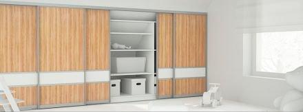 schiebet r vor einem schrank unter der dachschr ge gentlemint. Black Bedroom Furniture Sets. Home Design Ideas