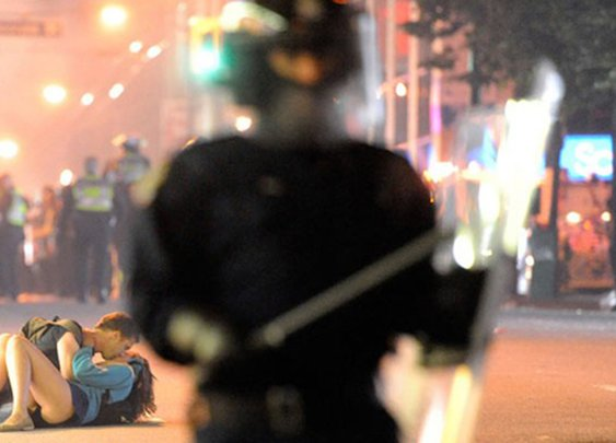 Distractify | These 75 Iconic Photos Will Define The 21st Century So Far. Everyone Needs To See This.
