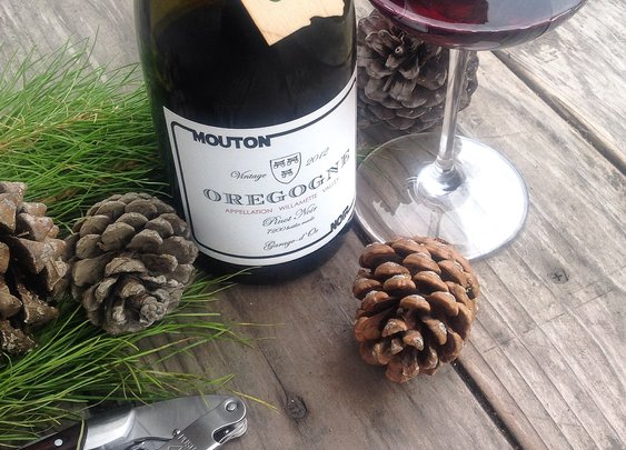 Oregon Advent: Day 16, Mouton Noir Oregogne (Rogue)Willamette Valley Pinot Noir 2012