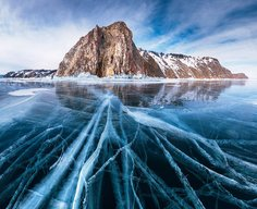 Here's What Happens When a Super-Clear Lake Freezes Over