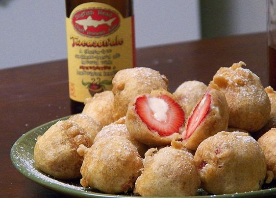 Deep Fried Beer Batter Cheesecake-Stuffed Strawberries - Neatorama