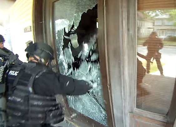 SWAT raids wrong house based on open Wi-Fi IP address