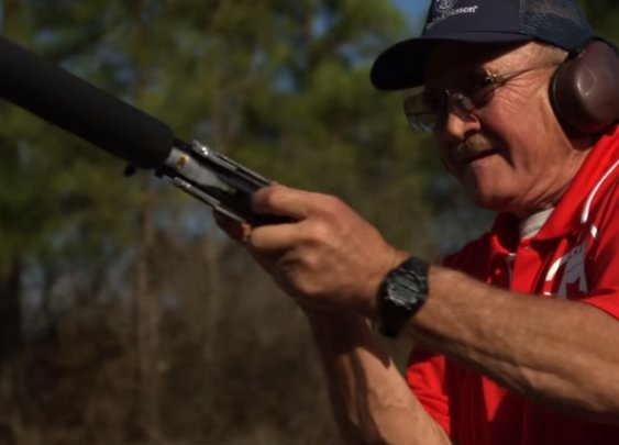 Jerry Miculek: 8x 12 Guage with Reload in 3.5 Seconds