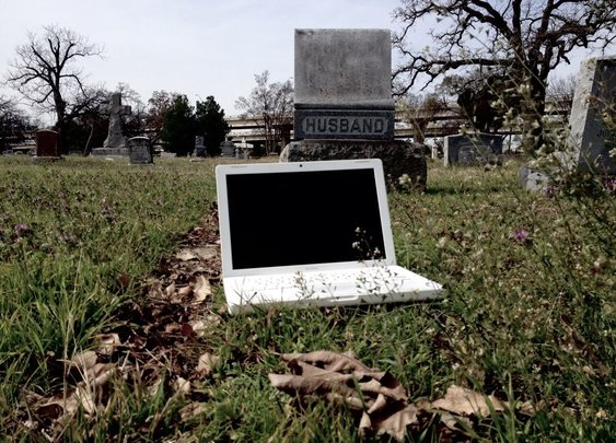 Haunted 2007 Apple MacBook for sale on eBay
