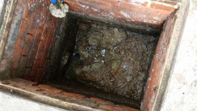 Fat blockage 120m long discovered in sewer - BBC News