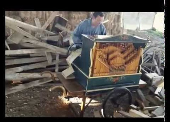 An Amazing Cover of 'Smooth Criminal' by Michael Jackson Played Flawlessly on Barrel Organ
